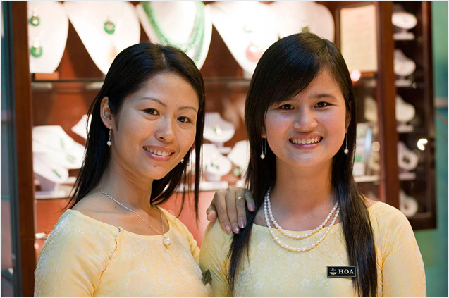Manager Ms NguyễnThịMẫn(Ms Mung) & Miss Hoa
